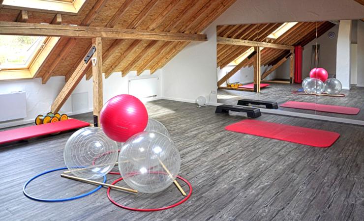 monika-keutgen-osteopathie-physiotherapie-vojta-praxis-gymnastikbaelle-matte